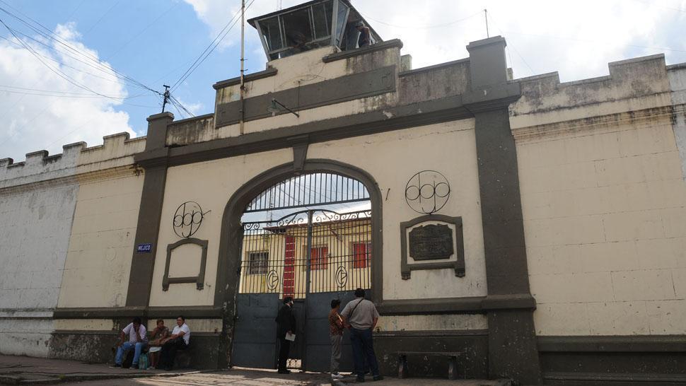 Una pelea por drogas en la cárcel dejó cuatro heridos
