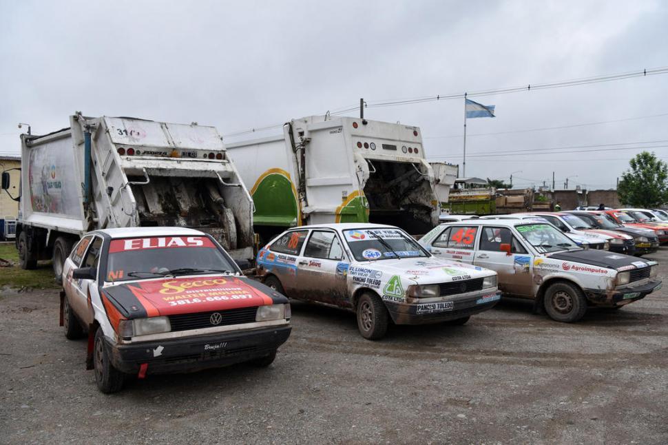 CONTEMPLATIVO. José Jacobe se quedó con ganas de acelerar más su Fiat 128.