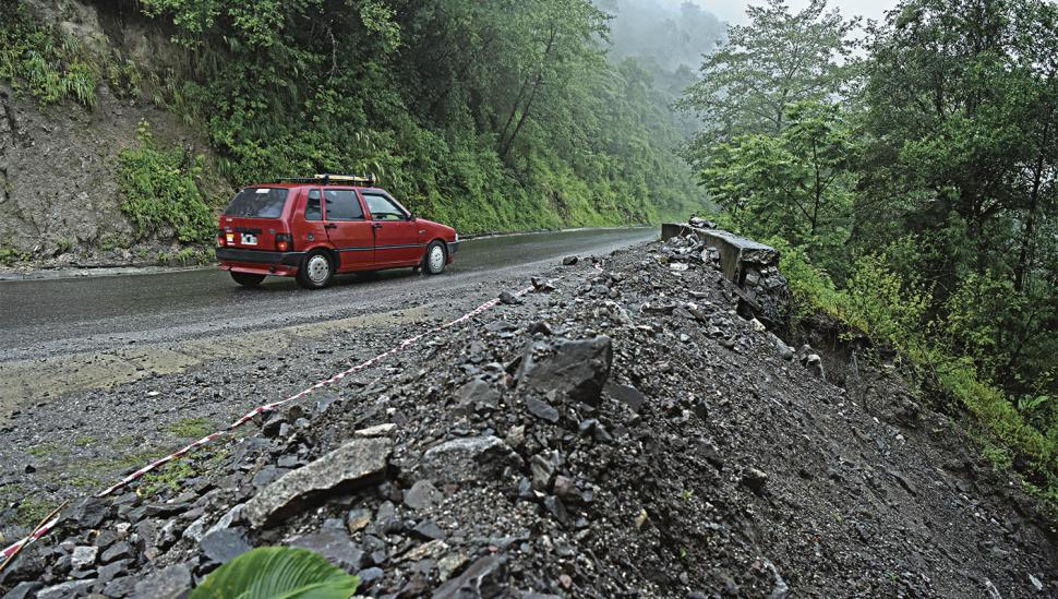 Una curva sin defensas provocó la tragedia en la ruta 307