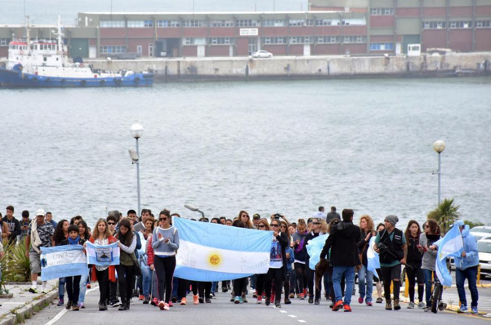 Búsqueda del ARA San Juan: familiares de los submarinistas critican a Macri