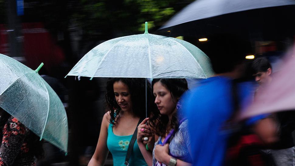 Salí con paraguas: la lluvia se quedaría durante todo el lunes