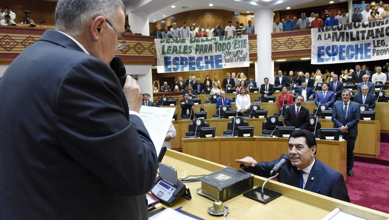 EN EL RECINTO. Jaldo le toma juramento a Espeche. PRENSA LEGISLATURA