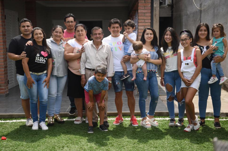 """""""Pulguita"""", el goleador que vive para la familia"""