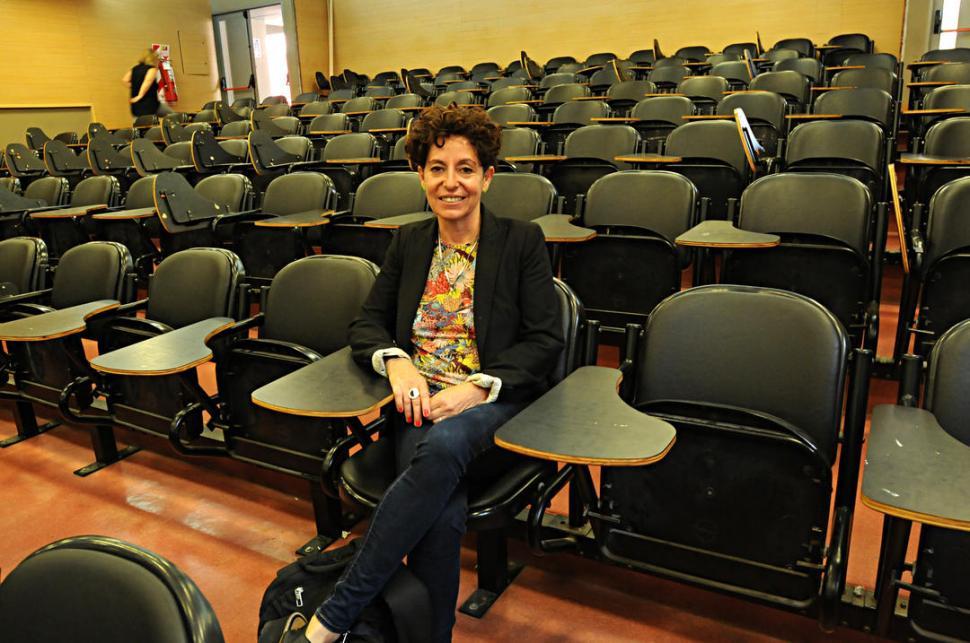 EN LA FACULTAD. La escritora y periodista brindó una charla pública ante estudiantes, abogados y militantes. LA GACETA / FOTO DE FRANCO VERA.-