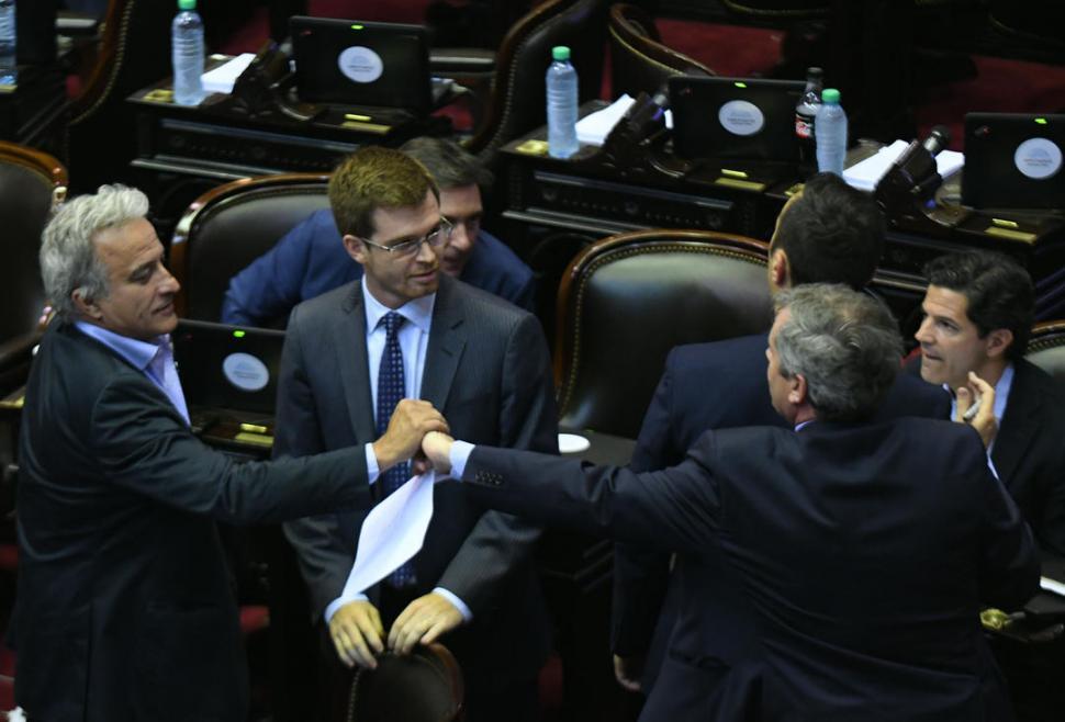 CONFIANZA OFICIAL. Durante la sesión de ayer, los diputados macristas imprimieron velocidad al tratamiento en el recinto de la reforma tributaria. telam