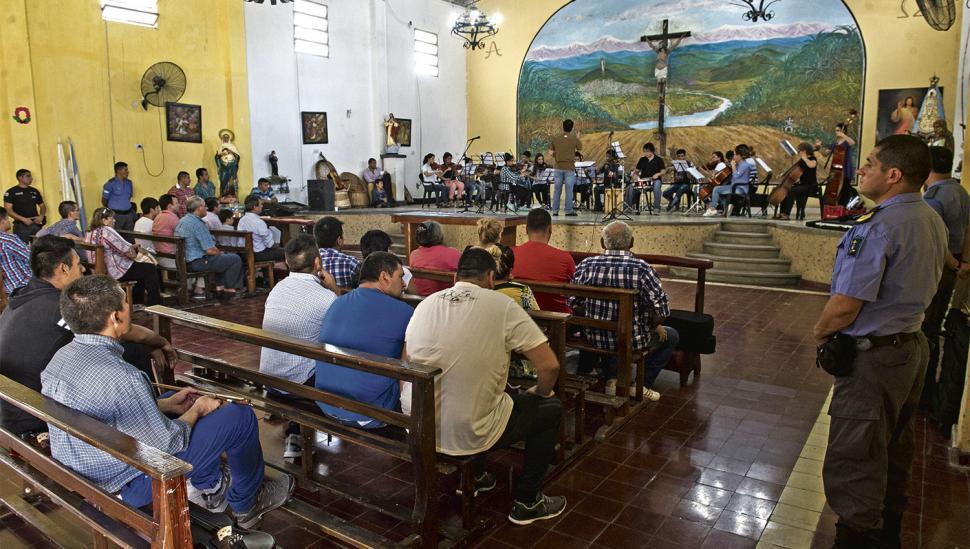 La Navidad llegó a la cárcel de Villa Urquiza a pura música