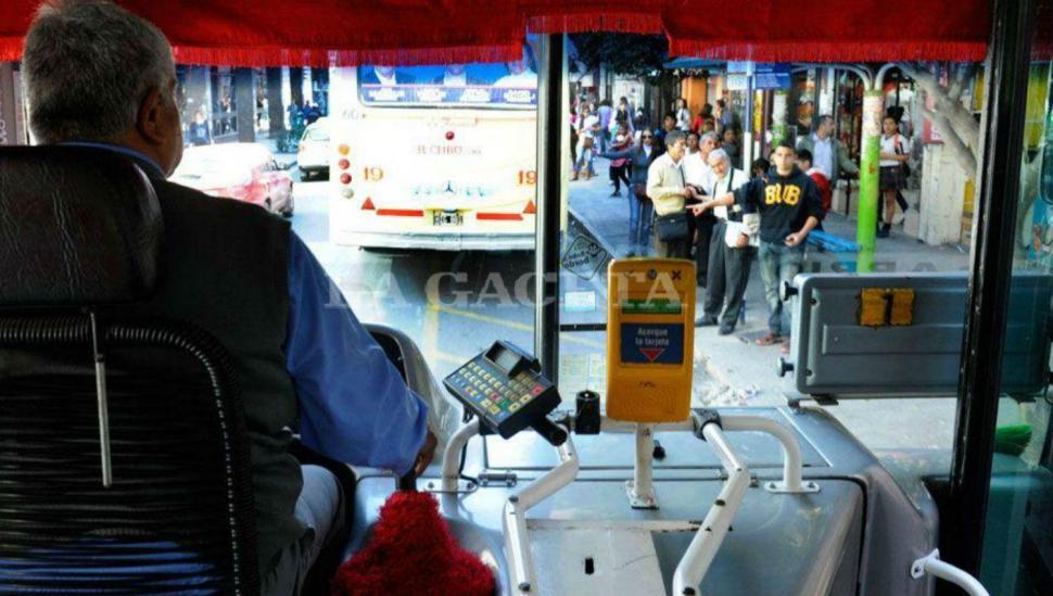 Es posible que el año se vaya con aumentos en las tarifas del colectivo y de los taxis