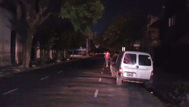 APAGÓN. El corte en calle José Colombres primera cuadra. LA GACETA / Matías Auad
