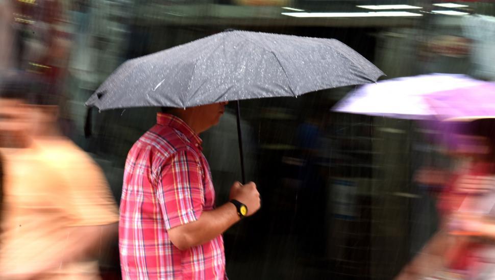 Tucumán continúa bajo alerta meteorológica y anuncian el aumento de la temperatura