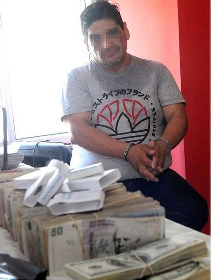 IMAGEN QUE SE REPITE. Monteros, sindicalista de la Uocra, fue detenido y le hallaron dinero en efectivo y armas. telam