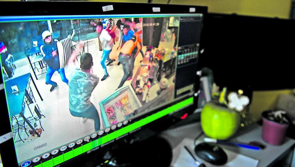 En Lules, con 16 cámaras tratan de saber qué pasó en la pelea juvenil