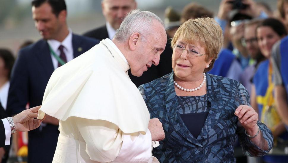 Francisco se reúne con autoridades del gobierno chileno