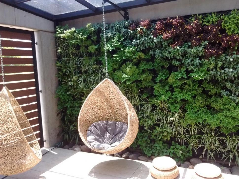 GALERÍAS. Es importante ubicar las plantas -de especies variadas-. según sus necesidades de luz, aire y agua.