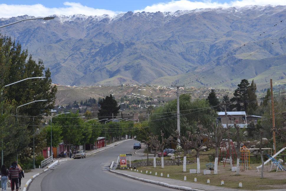 Le robaron a un turista en Tafí del Valle, pero los delató una cámara