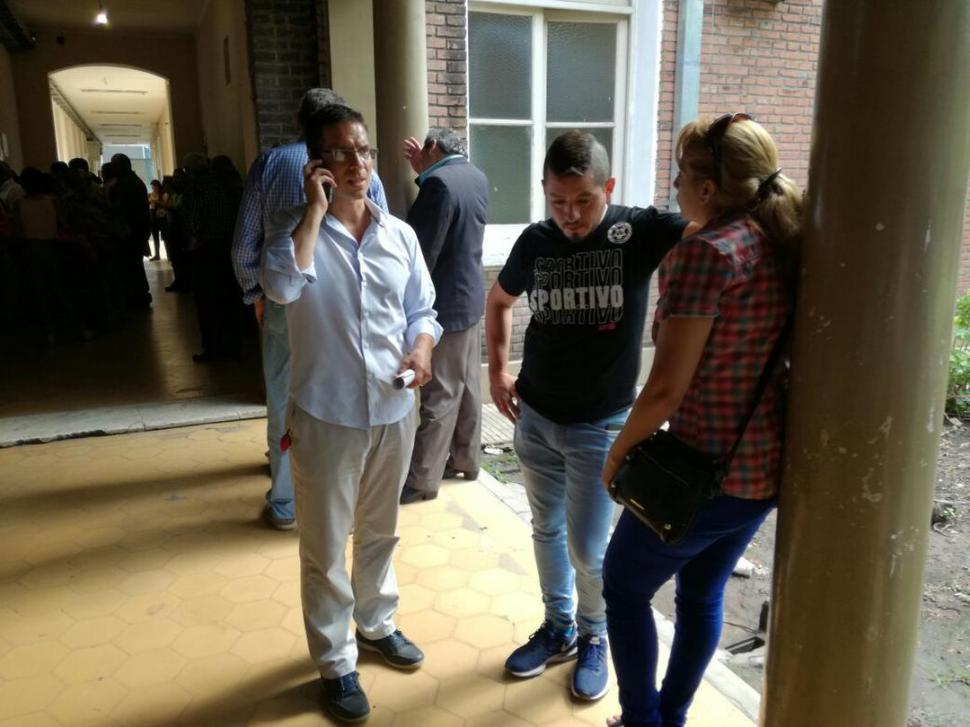 DECLARACIONES. El abogado y la familia de Nahuel se presentaron ayer en Tribunales de avenida Sarmiento. la gaceta / foto de luis duarte