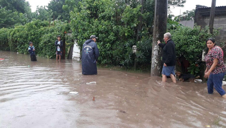 Inundaciones y cientos de evacuados tras el intenso temporal que azotó a Tucumán