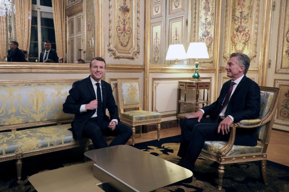 EN CONVERSACIÓN. Macron y Macri dialogaron durante una hora sobre el acuerdo entre la UE y el Mercosur; según el argentino, permitirá reducir la pobreza. reuters