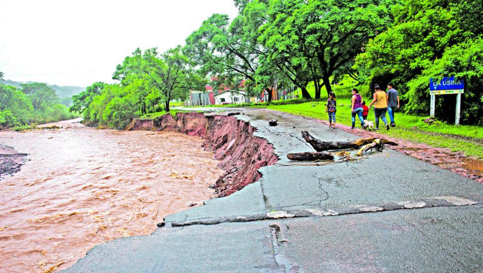 La lluvia destrozó caminos y en el sur se encuentran en alerta máxima