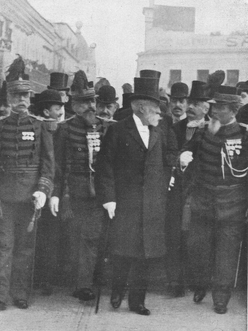 MANUEL QUINTANA. El presidente de la República junto a los generales Enrique Godoy, Eduardo Racedo y Rufino Ortega. Detrás, el doctor Benito Villanueva.