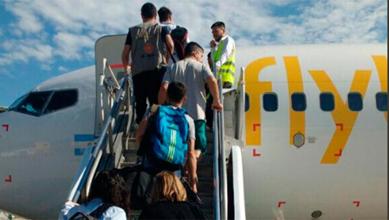 Flybondi tiene pensado volar desde y hacia Tucumán en los próximos días. FOTO TOMADA DE WWW.TWITTER.COM/TURISMOCBA