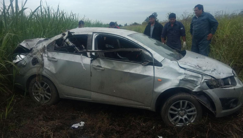 Así quedó el vehículo en el que los delincuentes escaparon.