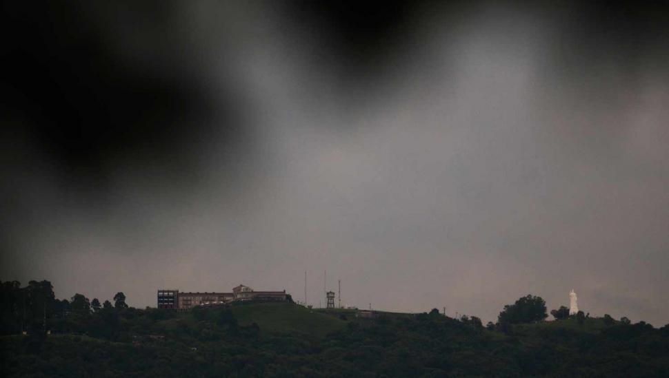El cielo estará nublado y se esperan lloviznas