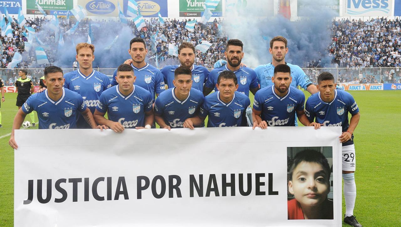 Los jugadores de Atlético pidieron justicia por Nahuel González. LA GACETA / HÉCTOR PERALTA