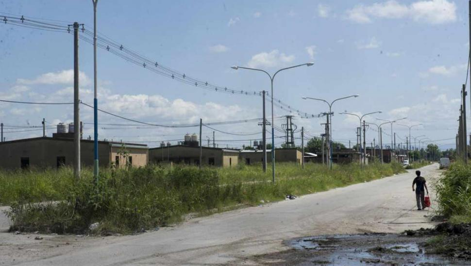 El ingreso al barrio 250 Viviendas no tiene luz