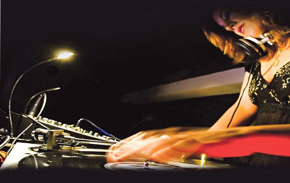 Las chicas avanzan en el mundo de los DJ
