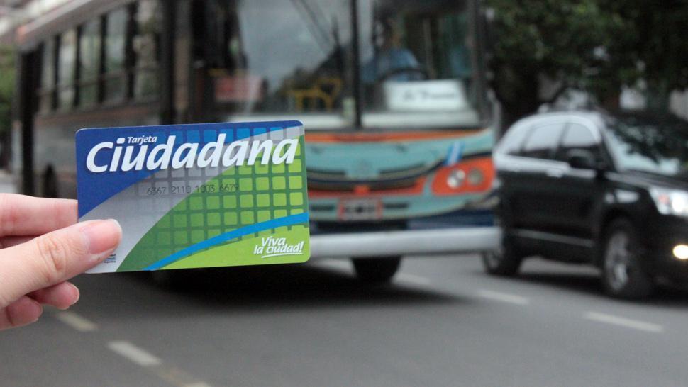 Los colectivos aumentaron su tarifa.  FOTO ARCHIVO / LA GACETA.