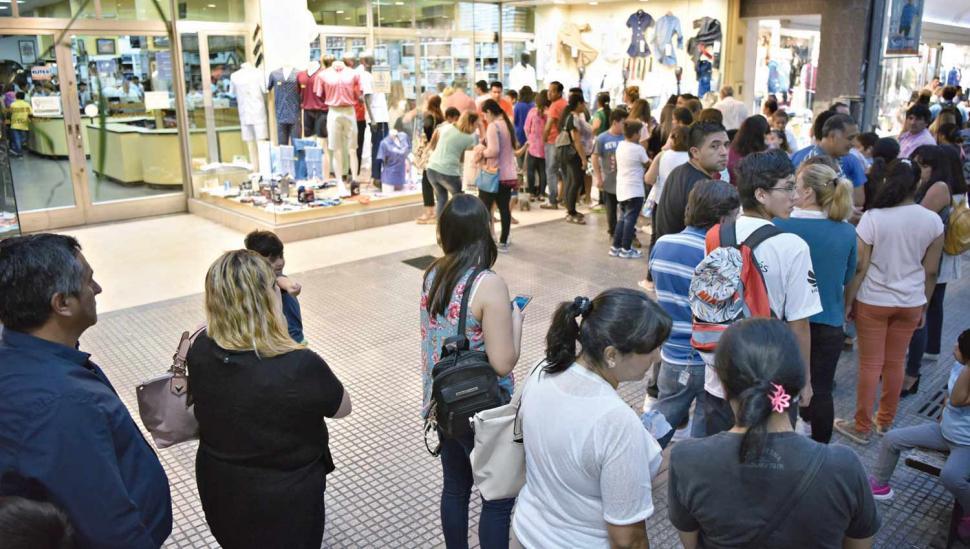 Los gremios aceptaron un 17% de suba y las clases en Tucumán comienzan hoy