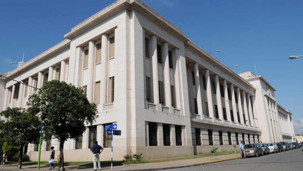 La Corte echó a una empleada acusada de vender cargos