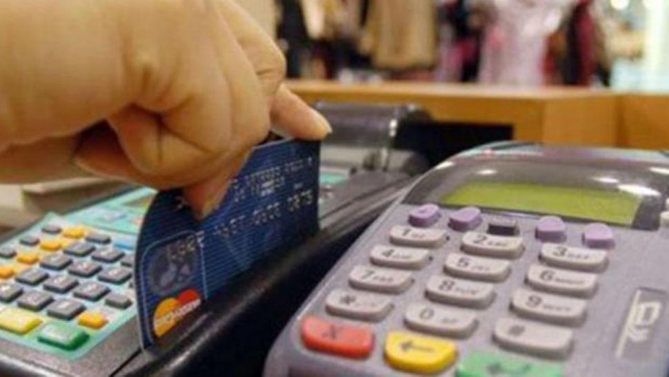 Ofrecen descuentos por pago en efectivo para evitar ilegalmente el uso del posnet