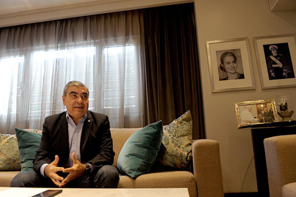 Alfaro dice que el municipio costeará el boleto universitario gratuito en capital
