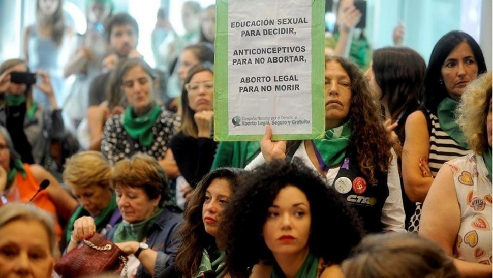 Hubo posturas irreconciliables en el primer día de debate por el aborto