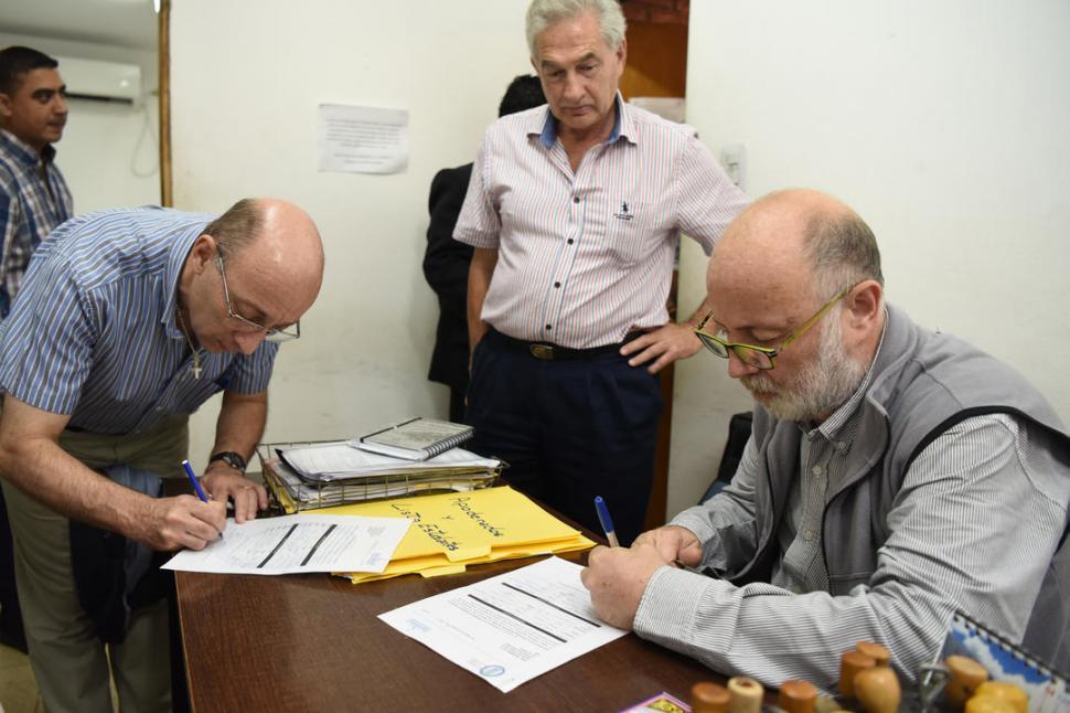 RÚBRICA. Ruiz Pesce (derecha) terminó los trámites para su candidatura. la gaceta / foto de Analía Jaramillo