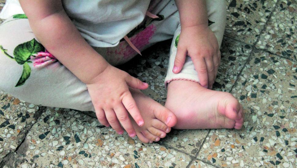 Descalzos y al natural, lo mejor para los niños