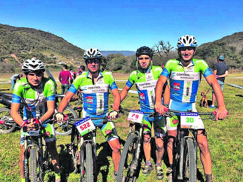 LOS HERMANOS ROUGÉS. Andrés, León, Álvaro y Nicolás, en la previa de una de las competencias en las que estuvieron los cuatro.