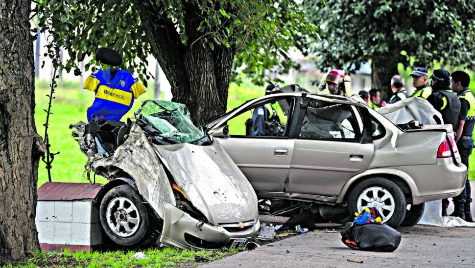 Un choque partió un auto y destruyó una familia en Colombres