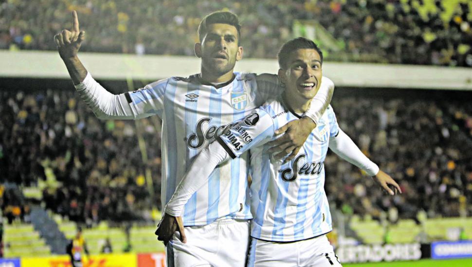 El histórico triunfo en La Paz le da oxígeno a Atlético