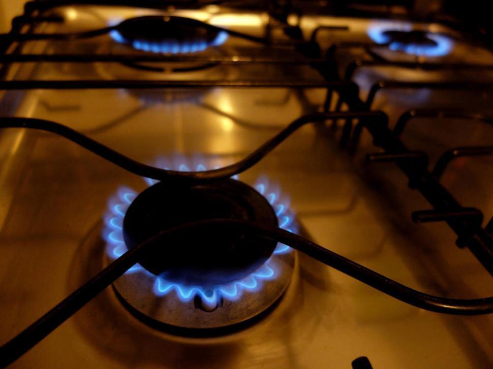 Por cada $ 100 que se pagan de luz o gas, $ 27 son impuestos
