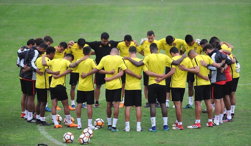 The Strongest, el próximo rival de Atlético, se entrenó a la luz de las velas