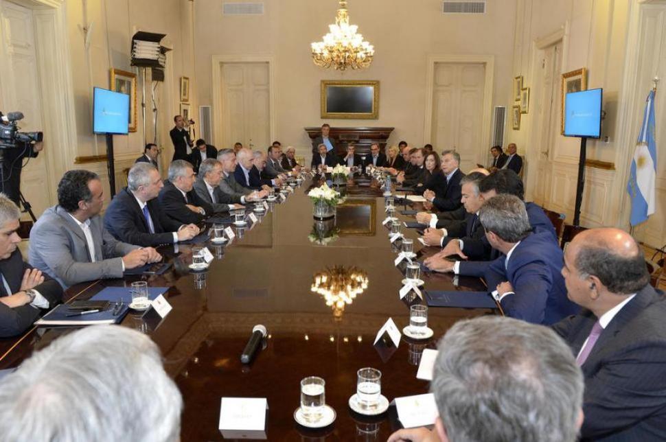 Macri quiere que, por ley, las tarifas no tengan tributos