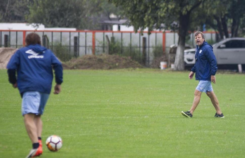 Atlético enfrenta a Olimpo, un equipo completamente abatido