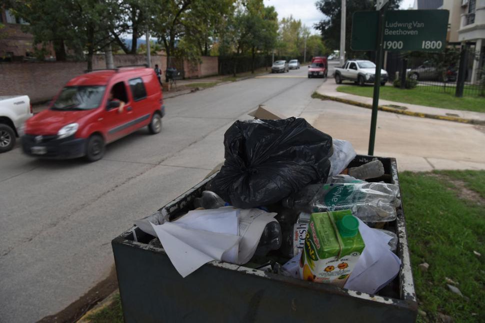 Yerba Buena: camiones propios de la municipalidad para la recolección