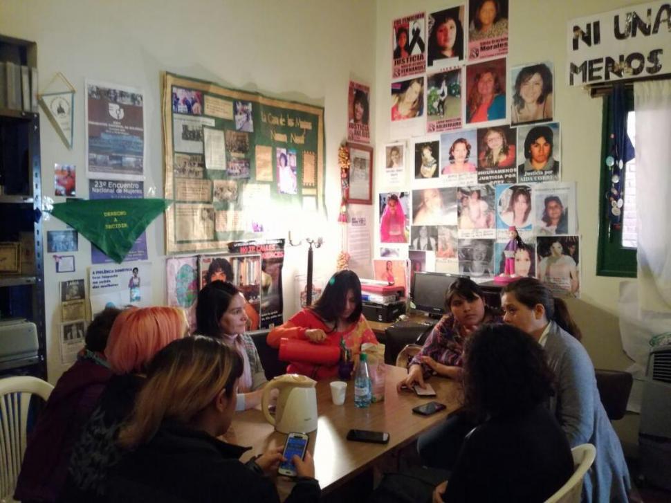 CASOS DE ABUSO. Integrantes de la Casa de las Mujeres se reunieron ayer y realizaron la denuncia pública.