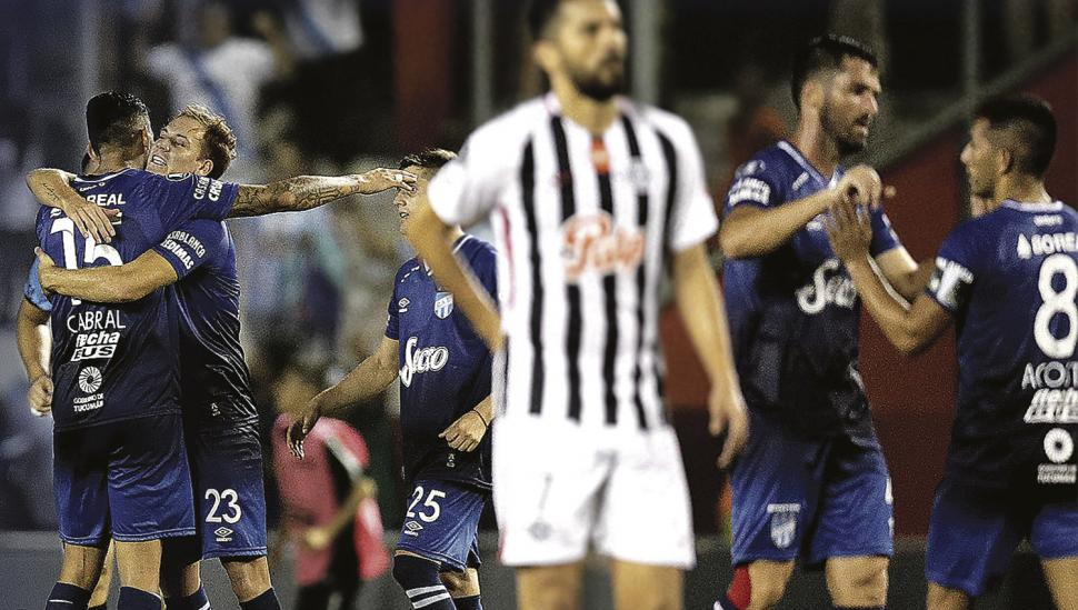 Atlético sufrió, pero logró el histórico pase a octavos de final de la  Libertadores