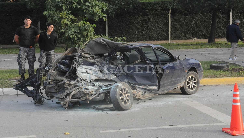 Accidente en avenida Perón. LA GACETA / FOTO DE ANTONIO FERRONI