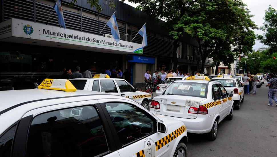Los propietarios de taxis prometen bloquear el centro