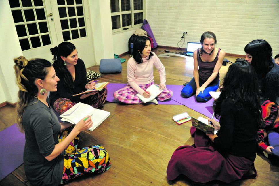 -ESPACIO INTEGRAL. Limpieza ritual de útero, clases de fertilidad y  alimentación sana, gimnasia, encuentros grupales de mujeres, yoga y técnicas de respiración integran los cursos del espacio terapéutico de fertilidad integral.-